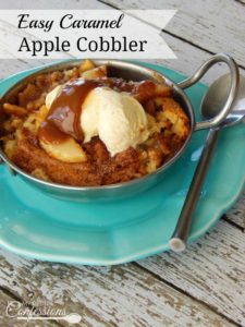 Easy Caramel Apple Cobbler- This Caramel Apple Cobbler recipe is the best homemade cobbler and it's so easy to make!